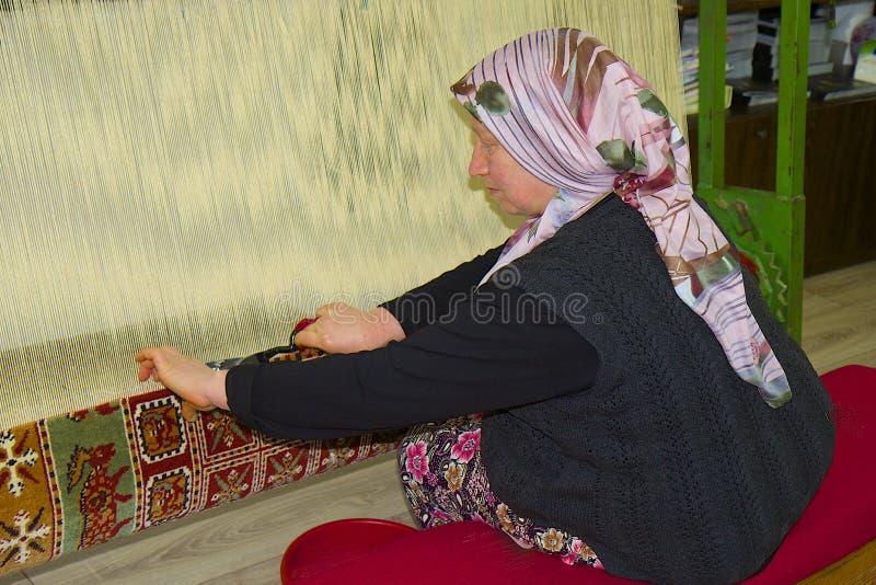 编织在土耳其的地毯 免版税库存图片