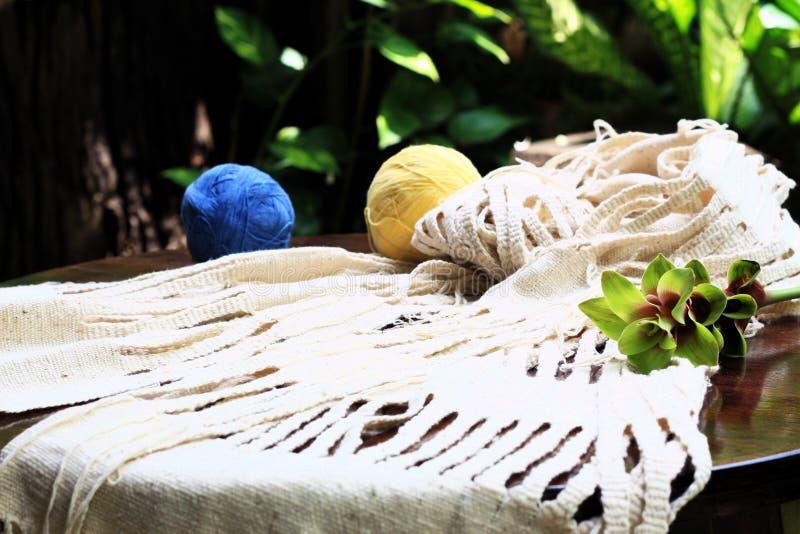 编织清迈泰国的白色scraf 图库摄影
