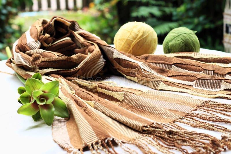 编织清迈泰国的自然染料scraf 免版税库存照片