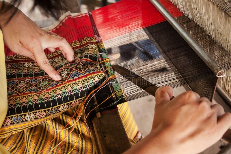 编织的过程,洗染, Thaisilk 库存图片