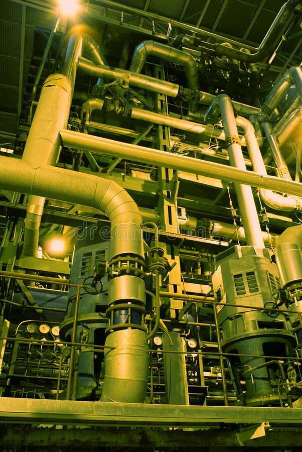 缚住设备管道系统的泵 免版税库存照片