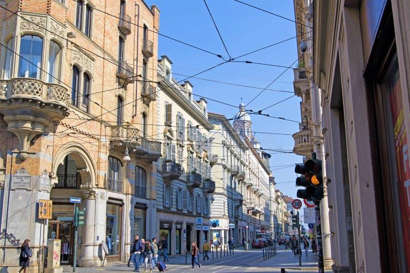 缚住2,都灵,利古里亚,意大利的都灵大阳台和电车 免版税库存照片