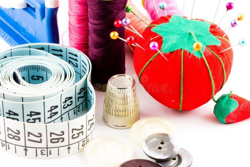 Download 缝合的供应 库存图片. 图片 包括有 剪裁, 按钮, 背包, 纺织品, 线程数, 工具, 制造, 剪刀, 缝合 - 30328883