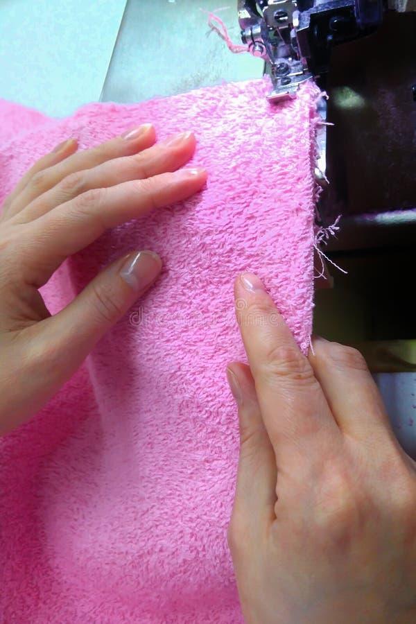 缝合的设备,妇女` s手缝合 免版税库存图片