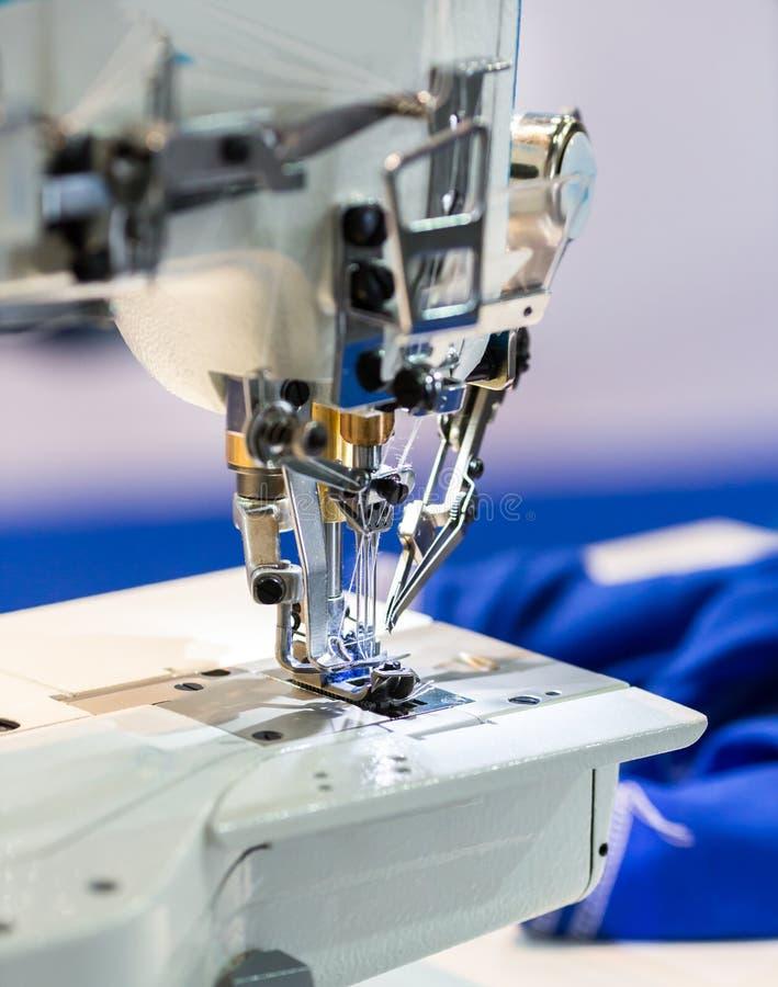 download 缝纫机,没人,裁缝设备 库存照片.