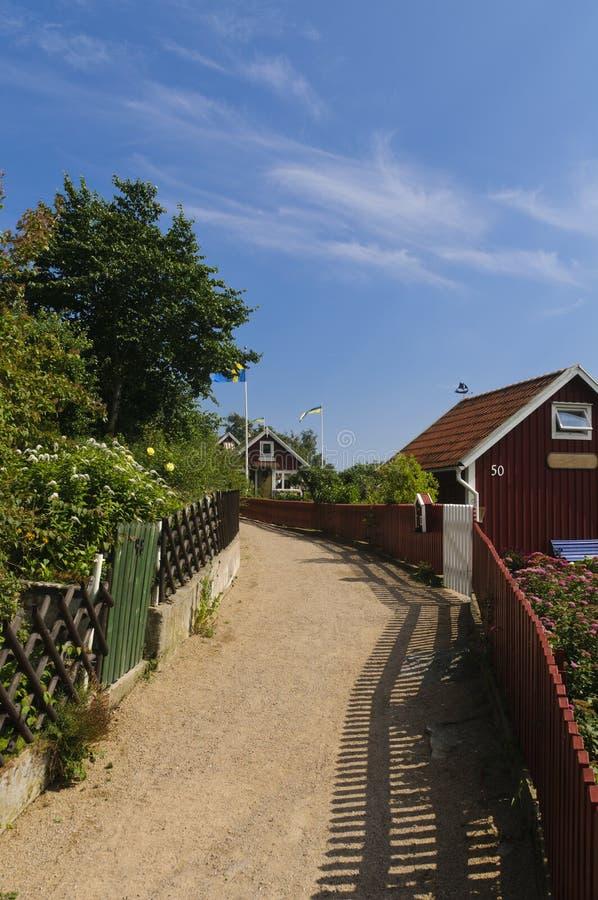 缩小的街道和红色村庄在瑞典 库存照片