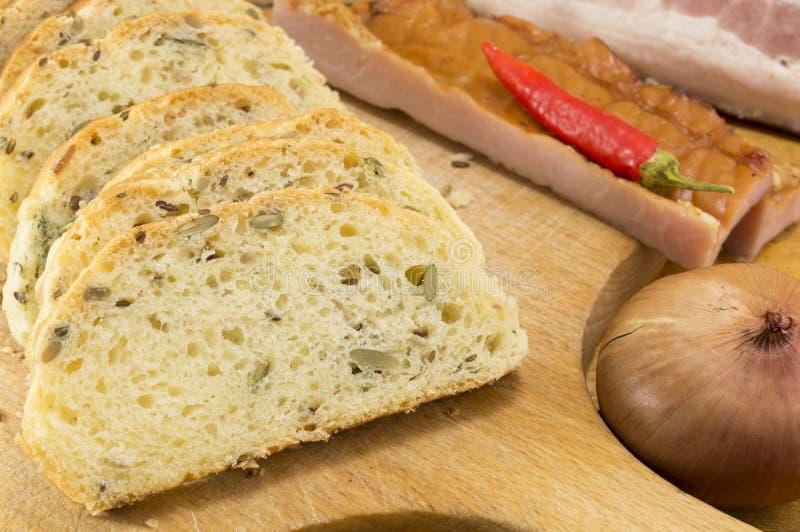 缺一不可的面包用肉和菜 免版税图库摄影