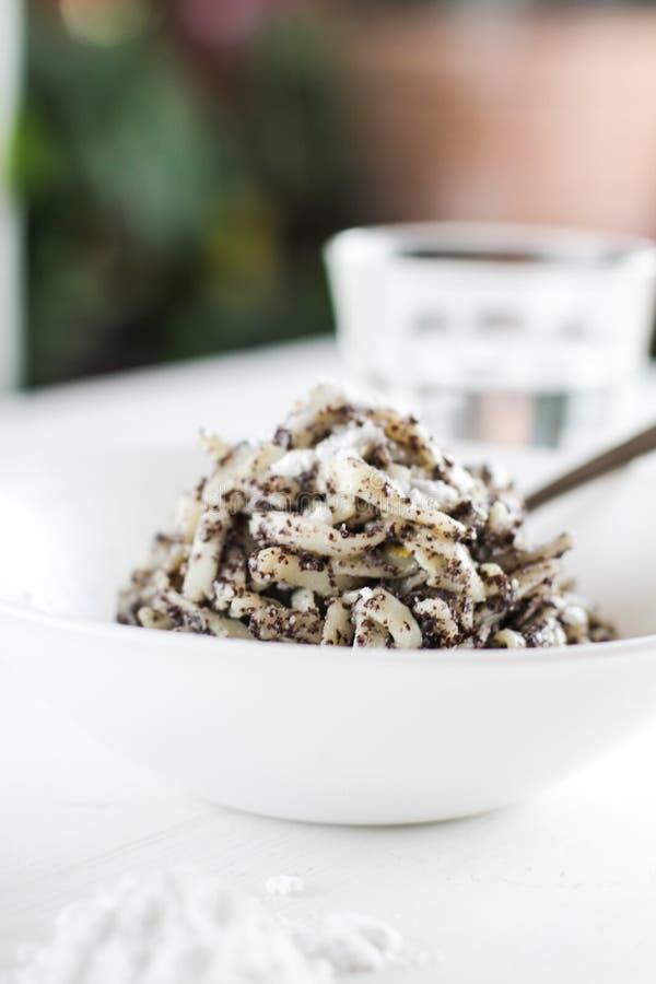 罂粟种子面团用糖粉 免版税库存照片