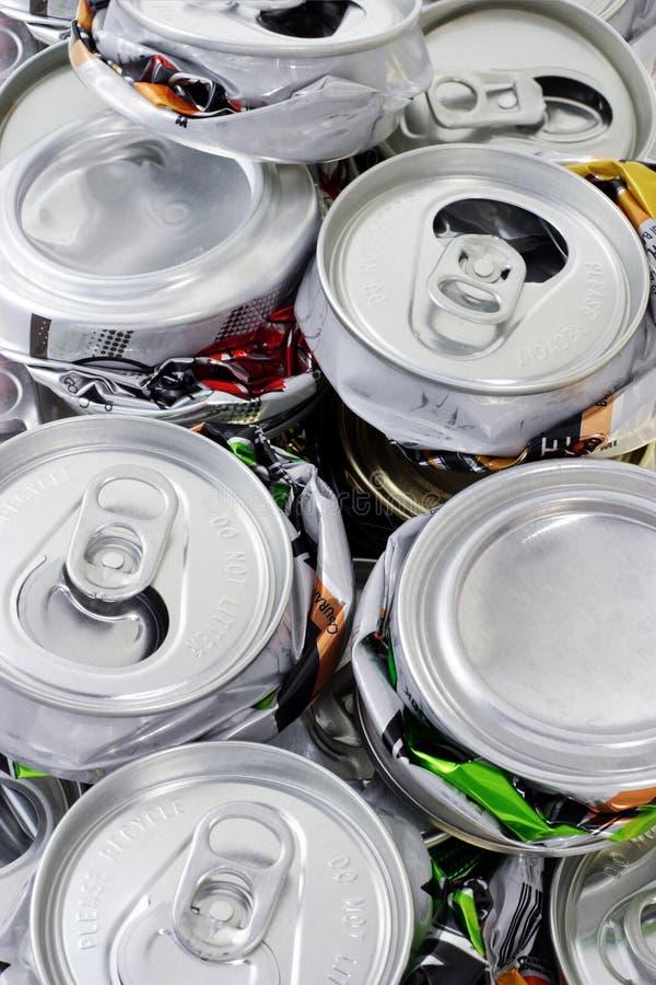 罐头被击碎的回收 图库摄影