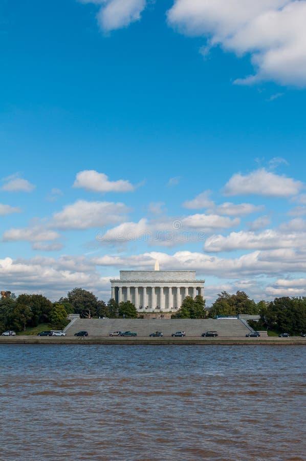 从罐看见的林肯纪念堂纪念碑的外视图 免版税库存图片