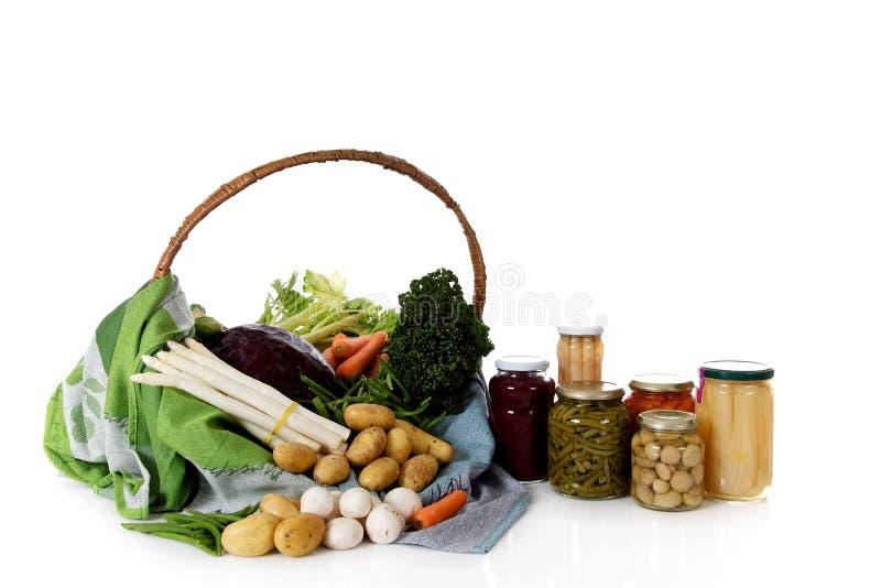 罐装新鲜蔬菜与 库存图片