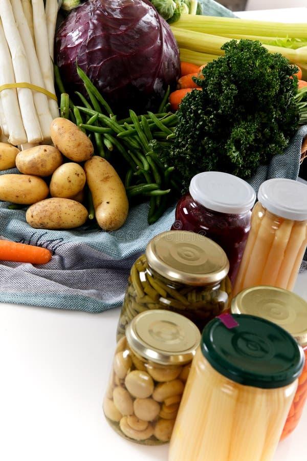 罐装新鲜蔬菜与 图库摄影
