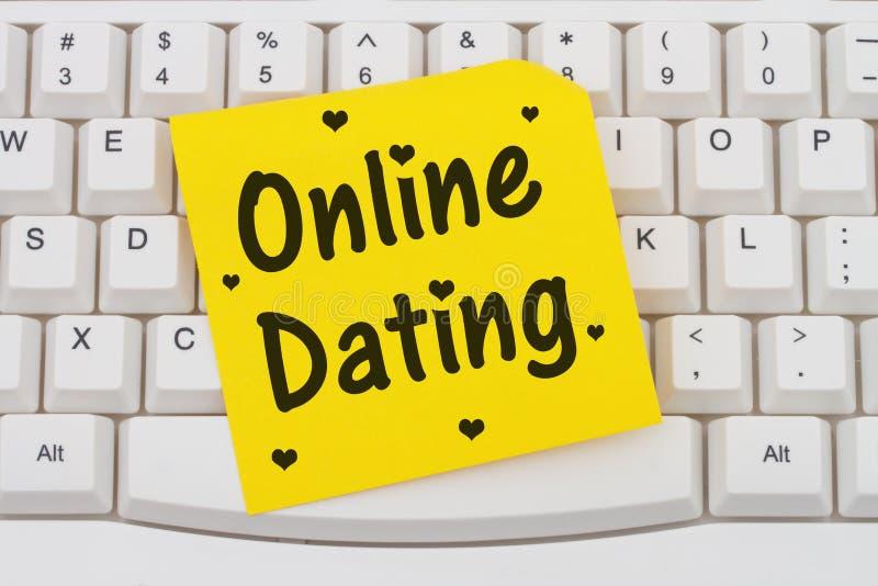 网上约会、键盘和稠粘的笔记 库存照片
