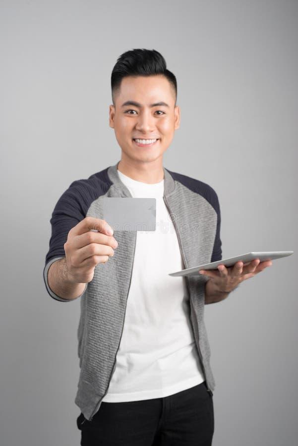 网上购物、技术和e金钱概念与片剂comp 免版税图库摄影