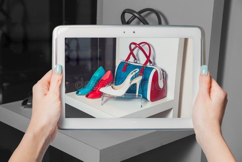 网上鞋店,网上销售 免版税库存图片