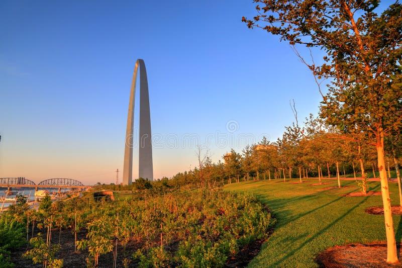 网关曲拱在圣路易斯,密苏里 免版税库存照片