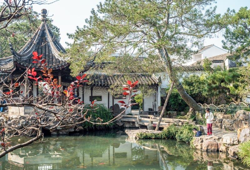 网大师从事园艺Wang石牌元,苏州,中国 免版税图库摄影