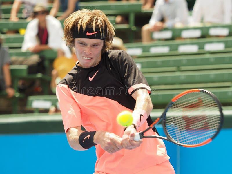 网球员安德雷Rublev为澳网做准备在Kooyong经典陈列比赛 免版税图库摄影