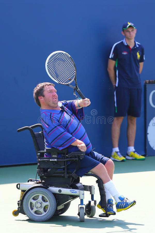 网球员从美国的尼古拉斯泰勒在美国公开赛2014年轮椅方形字体期间选拔比赛 库存照片