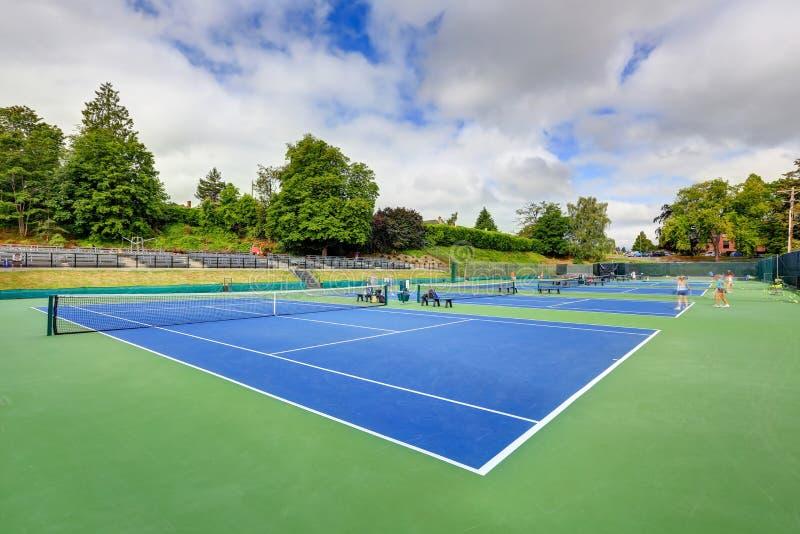 网球场大角度看法在塔科马 免版税库存图片