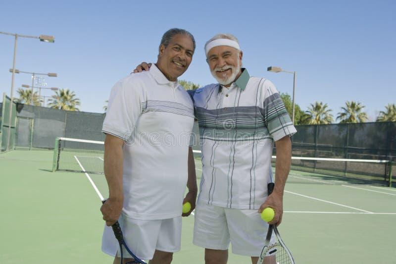 网球场的老人 库存照片