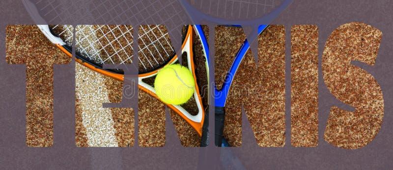 网球横幅文本构思设计 发短信在法院的网球拍 免版税库存照片
