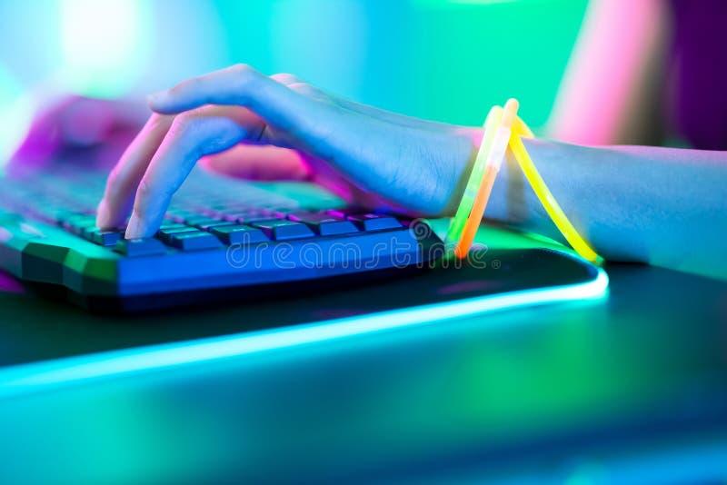 网络体育游戏玩家新闻键盘 免版税图库摄影