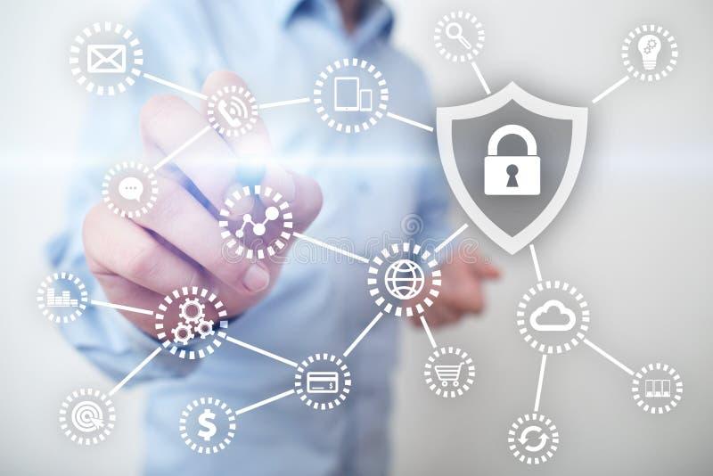 网络安全、数据保护、信息安全和加密 互联网技术和企业概念 免版税库存图片