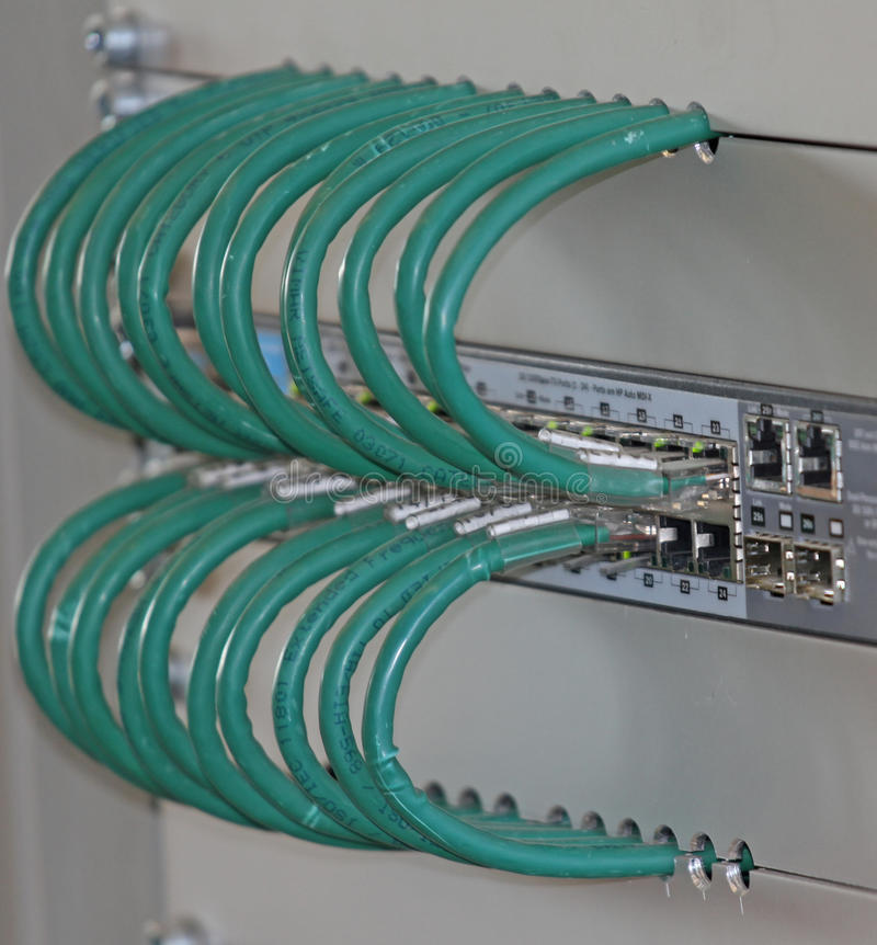 网络在comput的连接的一个接线板缚住 免版税库存图片