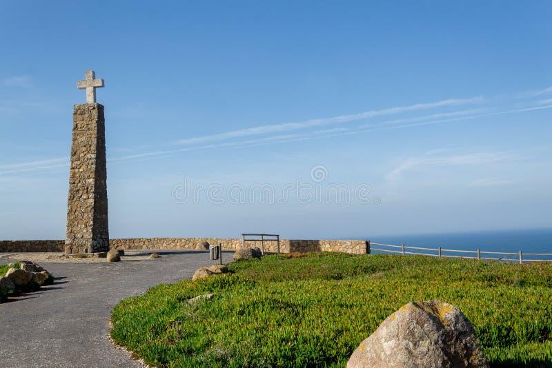 罗卡角,葡萄牙 在大西洋的峭壁,欧洲大陆的最向西的点 免版税库存照片