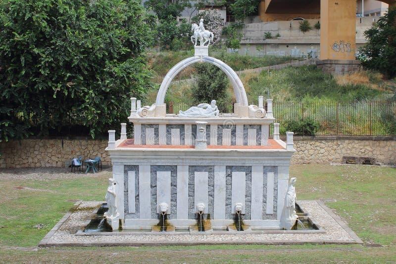 罗塞洛萨萨里撒丁岛意大利的喷泉 免版税库存图片