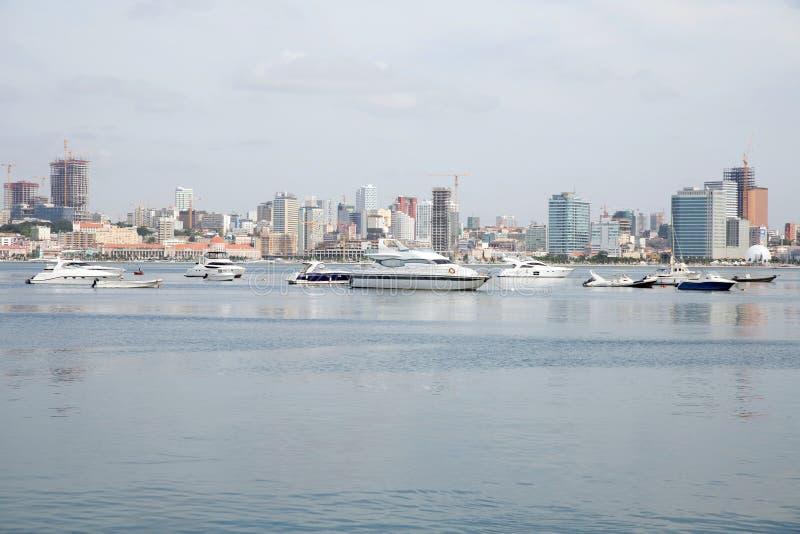 罗安达海湾江边摩天大楼,安哥拉 免版税库存照片