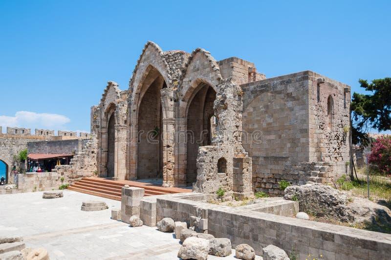 罗得岛,希腊 2018年5月30日 自治都市的维尔京的教会的遗骸 罗得岛,奥尔德敦,罗得岛,希腊,欧洲海岛  图库摄影