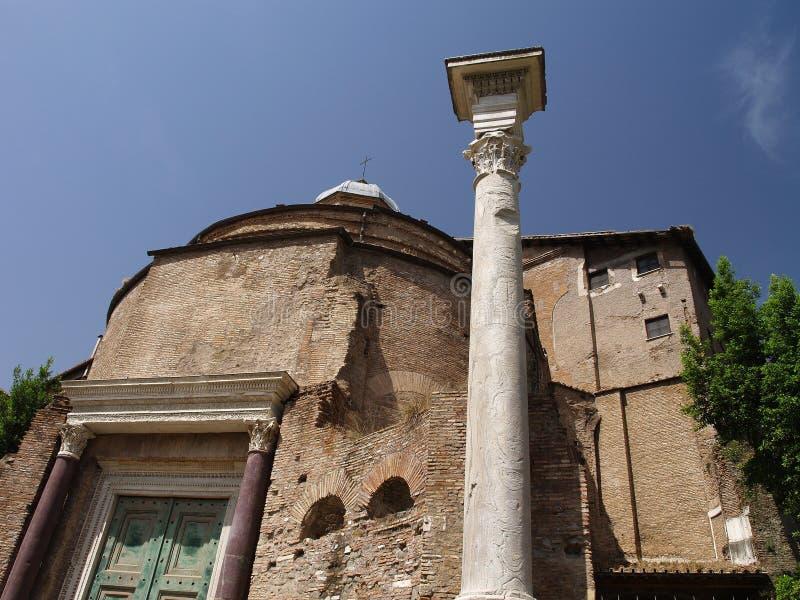 罗慕洛坟茔在Santi Cosma e达米亚诺教会里  库存图片