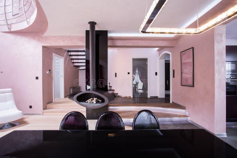 罗斯和紫罗兰设计了内部 图库摄影