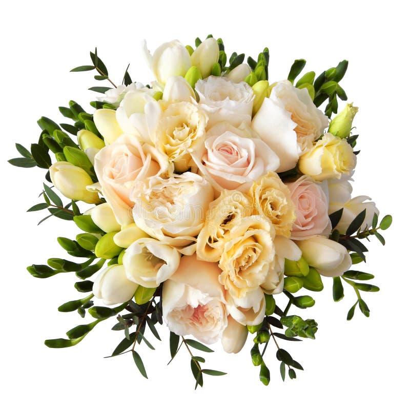 罗斯在白色隔绝的新娘的花花束 免版税库存图片