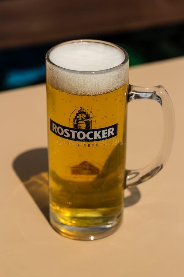 罗斯托克,德国-大约2016年:它的罗斯托克有` s拥有酿造伟大的品尝贮藏啤酒的microbrewery 库存照片