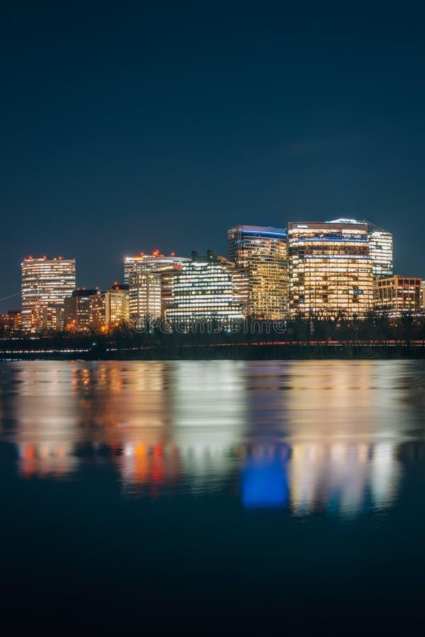 罗斯格地平线的看法在晚上在阿灵顿,从乔治城,华盛顿特区的弗吉尼亚 库存图片