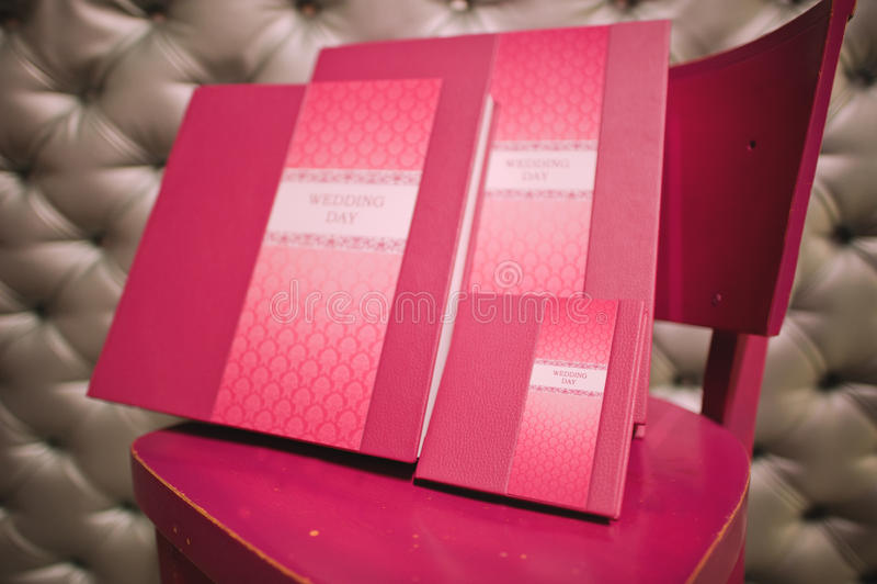 罗斯皮革婚礼照片书 库存图片
