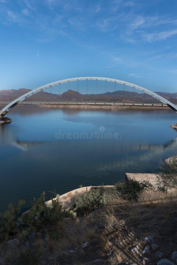 罗斯福桥梁垂直在东南亚利桑那 免版税库存照片
