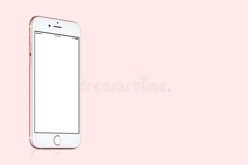 罗斯金苹果计算机在坚实桃红色背景的iPhone 7大模型与拷贝空间 免版税库存照片