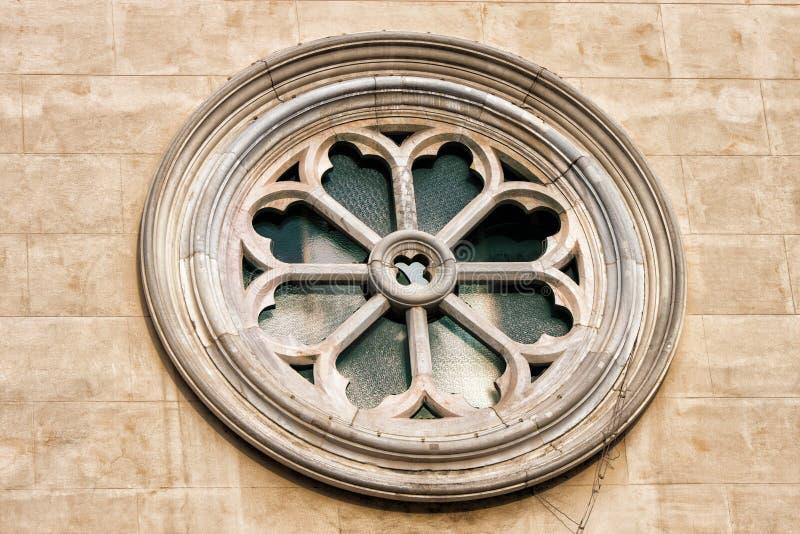 罗斯,耶稣圣心的轮子窗口天主教会夫人 免版税库存照片