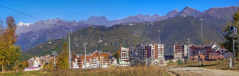 罗莎柏拉图旅馆秋天全景,在市索契附近 免版税库存图片