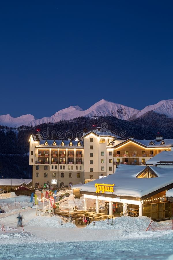 罗莎Khutor滑雪胜地的奥运村 免版税库存图片