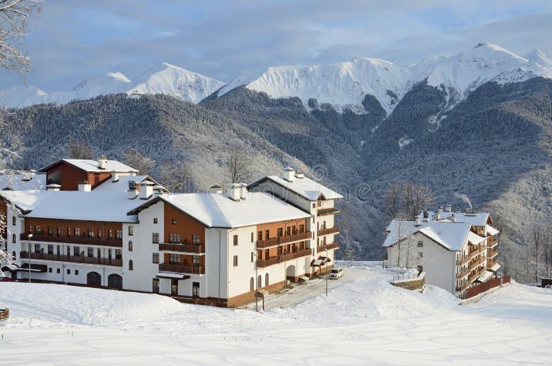罗莎Khutor,索契,俄罗斯, 2018年1月, 26日 滑雪场的罗莎Khutor奥运村在冬天 免版税库存图片