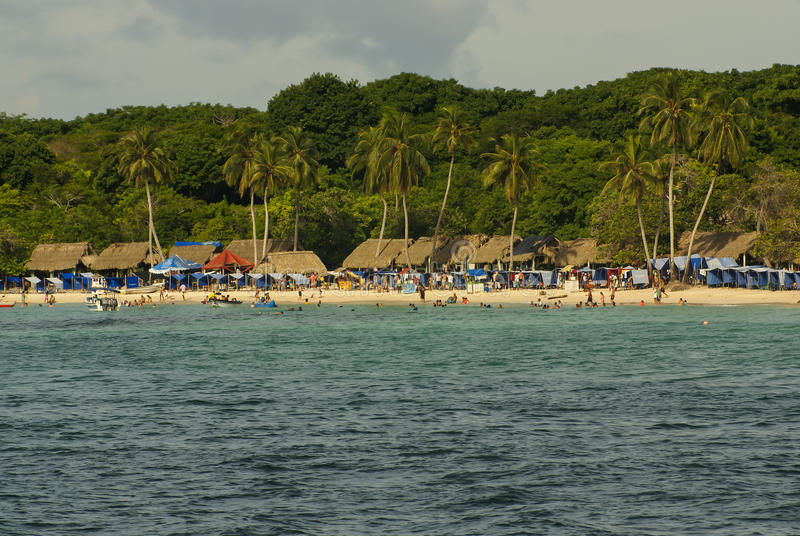 罗萨里奥海岛是包括27个海岛的群岛位于大约两个小时乘从卡塔赫钠de Indias,哥伦比亚的小船。 免版税图库摄影
