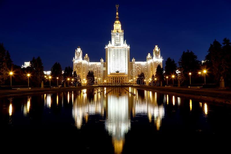 罗蒙诺索夫莫斯科国立大学(在晚上),俄罗斯 库存照片