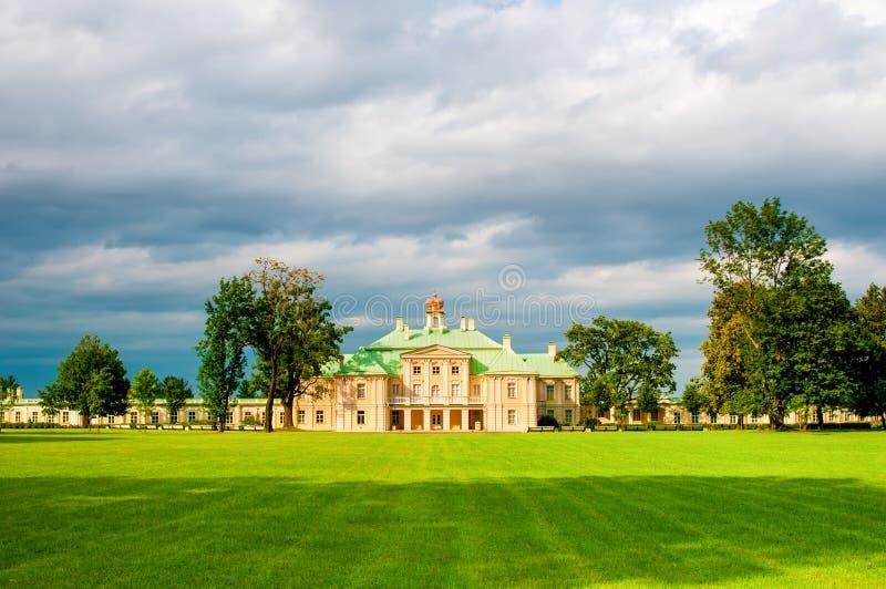 Download 罗蒙诺索夫,俄罗斯- 2014年7月25日:Menshikov盛大宫殿, Pa的 编辑类库存图片 - 图片 包括有 绿色, 镇痛药: 62539524