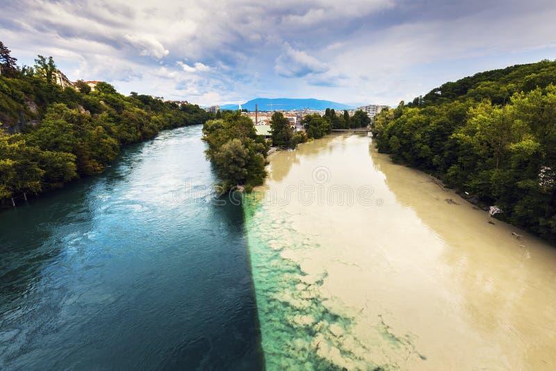 罗讷和阿尔沃河河的合流在日内瓦 免版税库存照片