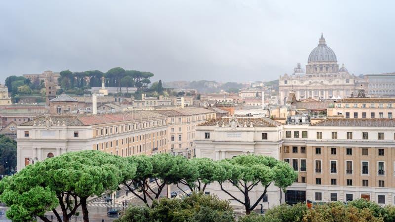 罗马、罗马意大利、在圣皮特圣徒・彼得的大教堂,梵蒂冈,从天使城堡,圣天使城堡的看法的全景和看法 免版税图库摄影